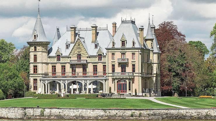 Vom See her sieht das Schloss besonders imposant aus.