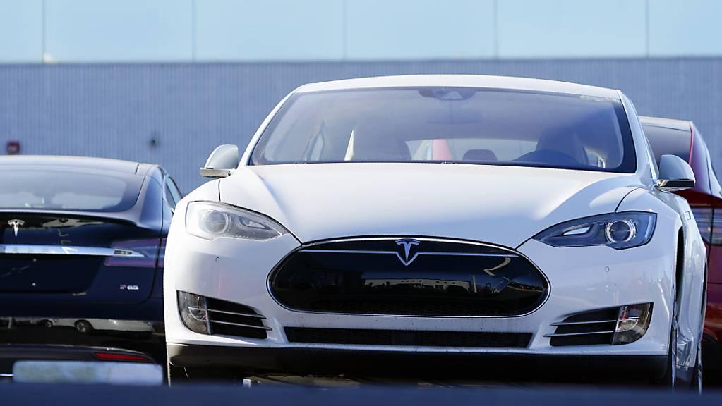 Tesla soll 158'000 Fahrzeuge zurückrufen. (Archiv)