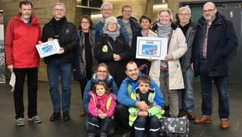 Sie wollen Begegnungszonen rechts der Aare: Ganz links Erich Bächler, der Stadtschreiber Markus Dietler (2. v.l.) den Volksauftrag übergibt.