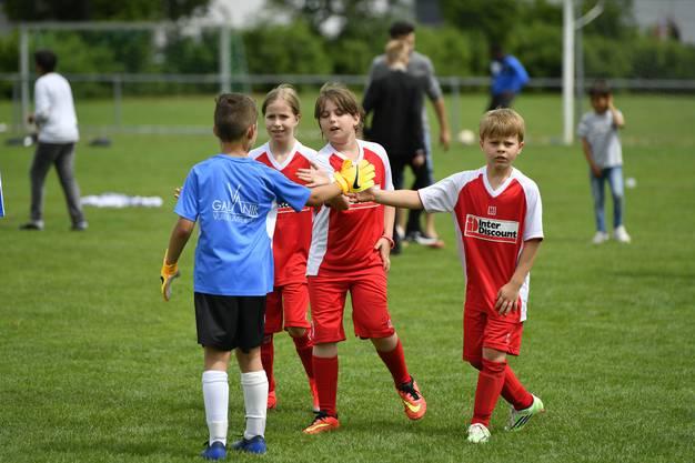 Schülerturnier des FC Grenchen 15 mit 50 Mannschaften rund 400 Kinder, die in verschiedenen Kategorien gegeneinander spielen.