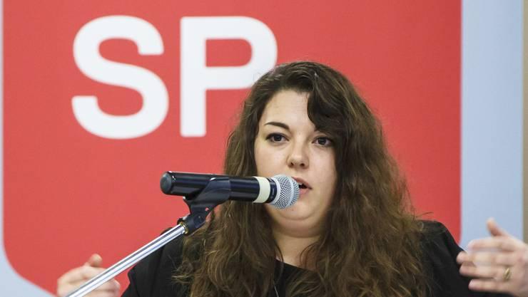 Juso-Präsidentin Tamara Funiciello spricht am 1. Mai über die Lohngleichheit.