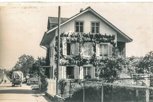 In diesem Haus in Sarmenstorf hat einst «Kindergarten-Tante» Anna Rütimann gelebt. Die Postkarte wurde im April 1954 nach Seengen geschickt.
