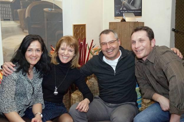 Tanja, Lydia, Rolf und Jürg geniessen die Melodien aus früheren Tagen