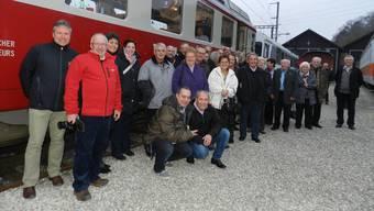 Die Reisegruppe vor dem WM-Triebwagen BDe 4/4 Nr. 2, der in Koblenz restauriert wurde. Er war von 1966 bis 1997 zwischen Wohlen und Fahrwangen unterwegs.