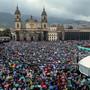 Zahlreiche Menschen protestierten am Donnerstag (Ortszeit) in Kolumbien gegen die Regierung und das Wiederaufkommen von Gewaltverbrechen.