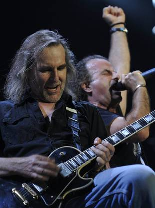 Sänger Marc Storace (rechts) und Fernando von Arb während dem Comeback-Auftritt.