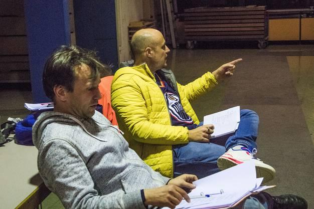 Regisseur Laurent Gröflin (gelbe Jacke)