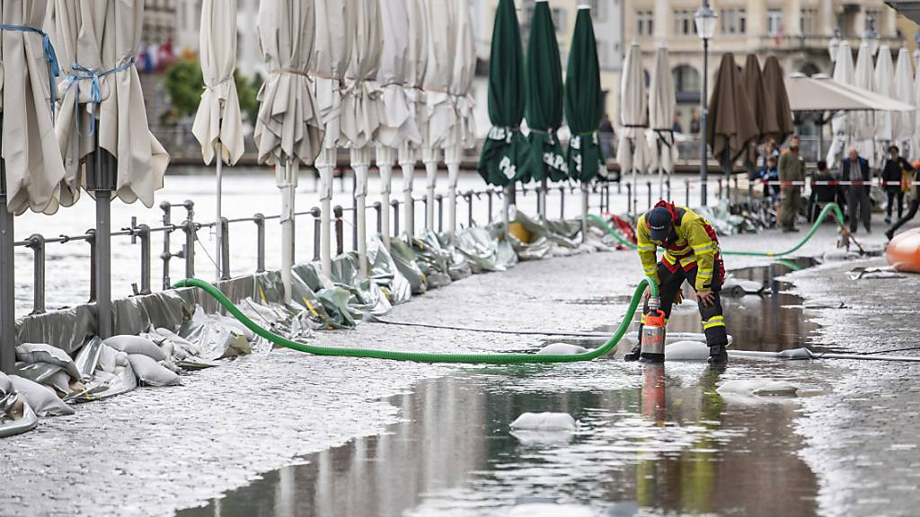Die Stadt Luzern blieb von grösseren Überschwemmungen verschont, der Seepegel sinkt sei Freitagnacht stetig. (Archivbild)