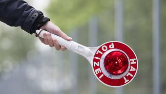 Ein 21-Jähriger ist vor einer Polizeipatrouille geflüchtet. (Symbolbild)