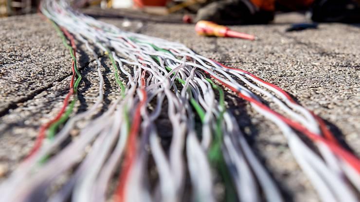 Die Konkurrenten der Swisscom warnen in einem Brief an die Ständeräte eindringlich vor einem neuen Monopol der Swisscom beim Glasfaser-Internet.. (Archivbild)