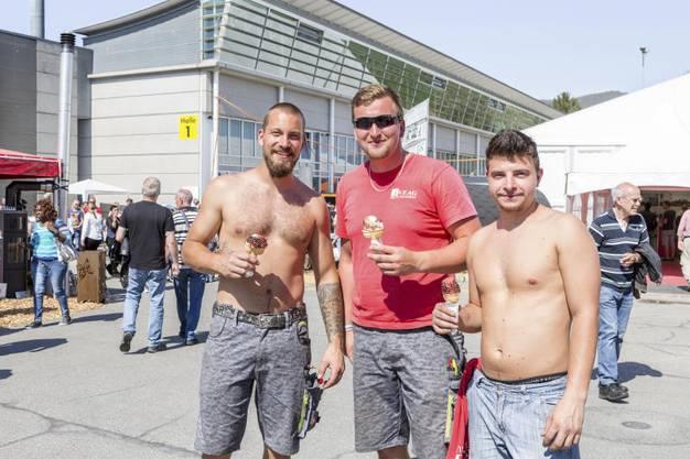Im Bild: Marek, Milan und Richard gönnen sich eine Pause von der Arbeit.