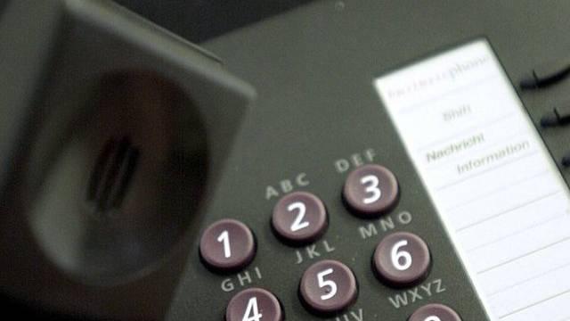"""Der """"Enkeltrick"""": Am Telefon geben sich die Betrüger als bedürftige Verwandte aus (Symbolbild)"""