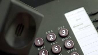 """Der """"Enkeltrick"""": Am Telefon geben sich die Betrüger als bedürftige Verwandte aus. (Symbolbild)"""