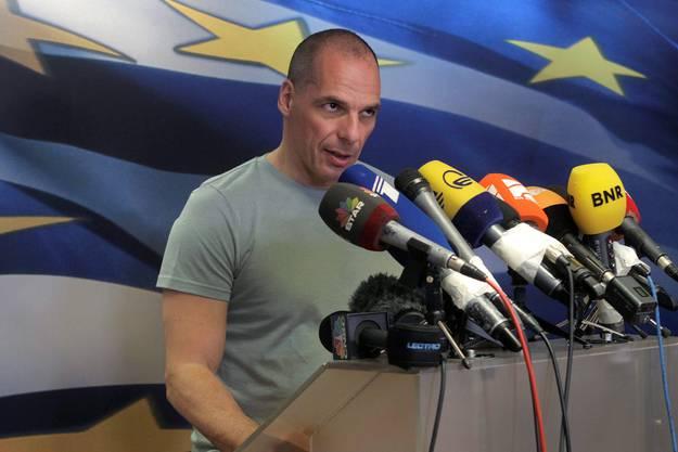 Nun müsse mit den internationalen Geldgebern neu verhandelt werden.  «Ab morgen fangen wir an, unsere Wunden zu heilen», kündigte er im griechischen Fernsehen an.