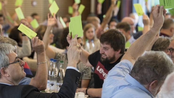 Abstimmung an der Delegiertenversammlung der Grünliberalen in Spiez.