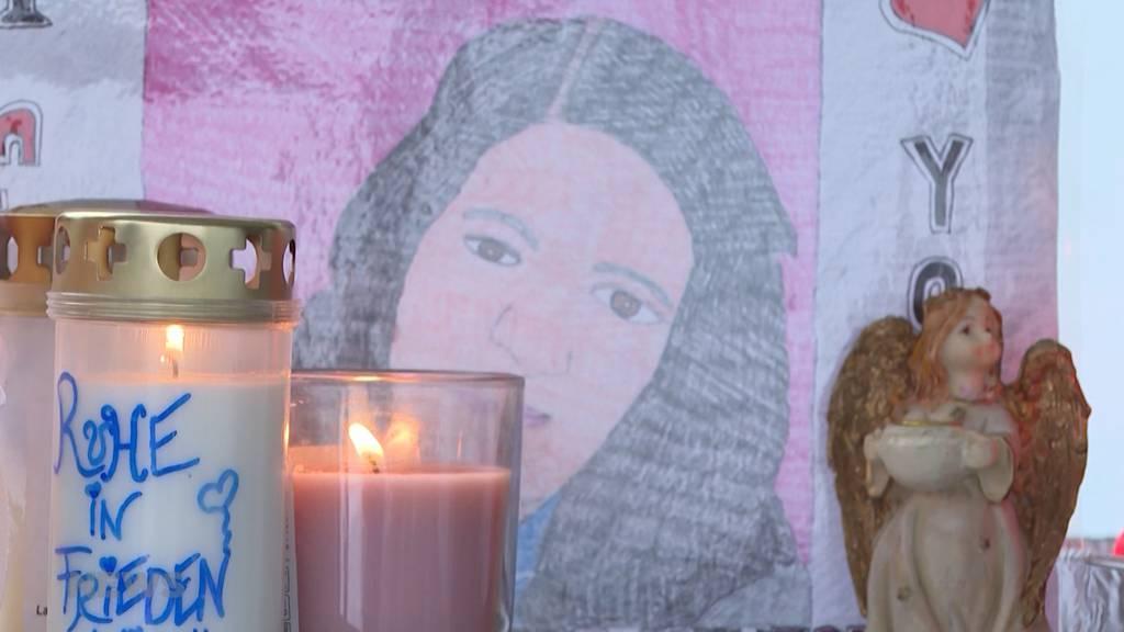 Grosse Anteilnahme nach Tötungsdelikt in Bolligen: Dutzende nehmen Abschied