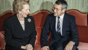 Margaret Thatcher und Arnold Koller 1990 in Bern (Archiv)