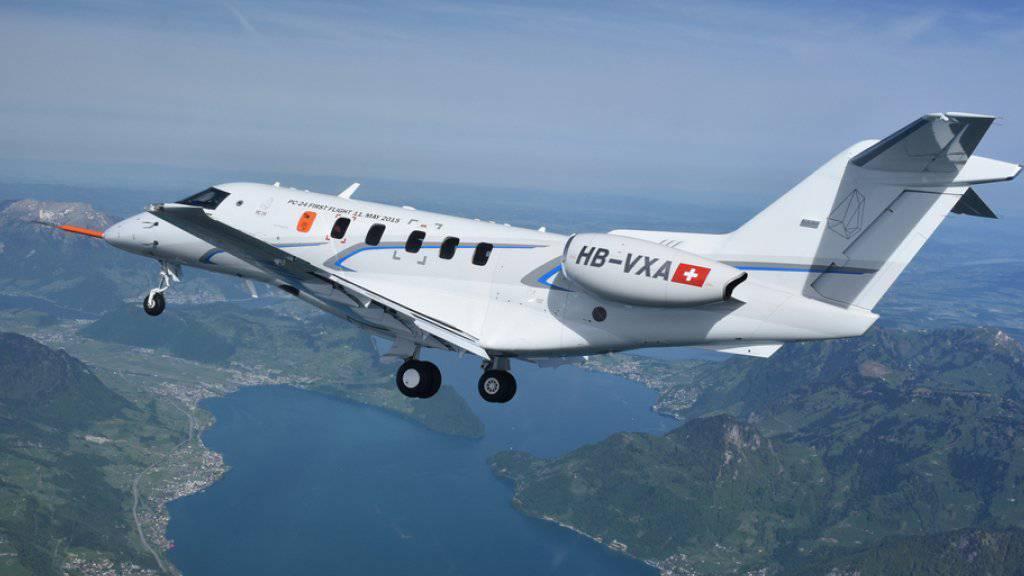 Die PC-24 ist der erste der Pilatus Flugzeugwerke. Hier beim Erstflug über dem Vierwaldstättersee im Mai 2015. (Archiv)
