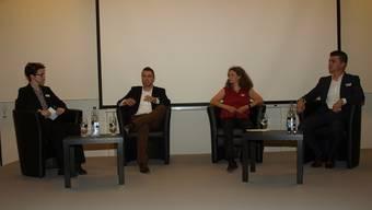 Podium mit (von links) Karin Heimann (Leitung), Patrick Schwarzentruber, Angelika Güldenstein und Nicola Di Maiuta.