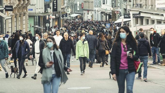 An den letzten Samstagen war es jeweils voll in der Basler Innenstadt. (14.11.2020)