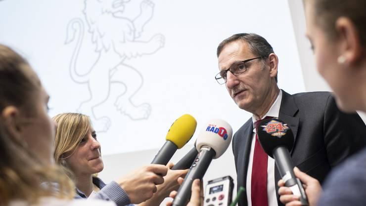 Der Einsatz von GPS-Peilsendern durch Sozialdetektive geht dem Zürcher Regierungsrat Mario Fehr zu weit.