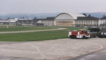 Der Bund will nun doch keine Business-Jets in Dübendorf. Für die Flugplatz Dübendorf AG ein Affront. Sie fordert nun eine Entschädigung von zehn Millionen Franken. (Archivbild)
