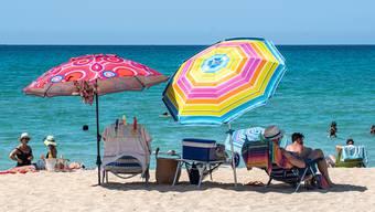 Badeferien in Südostasien sind derzeit zwar nicht möglich, auf Strand und Meer müssen Herr und Frau Schweizer aber trotzdem nicht verzichten.