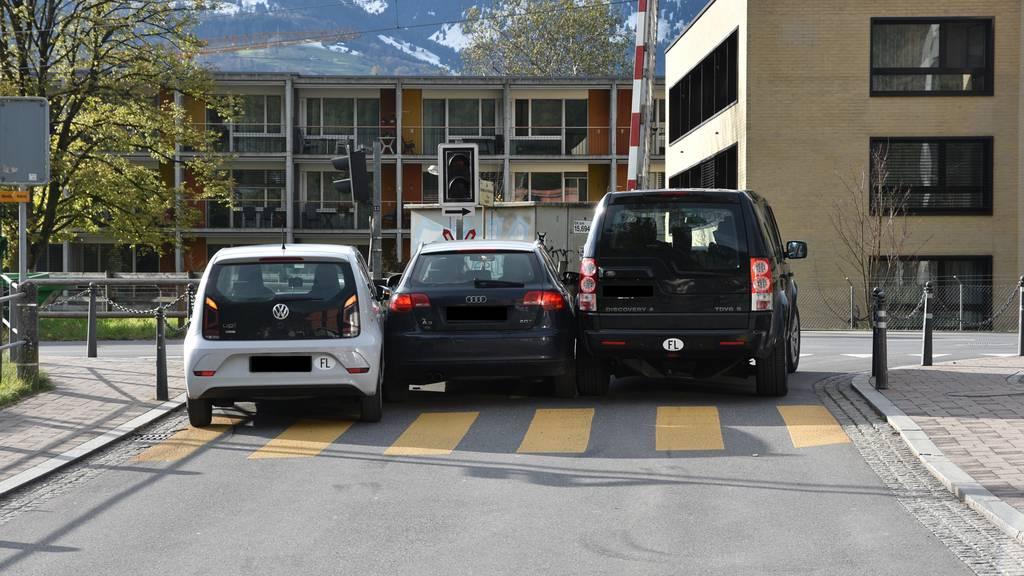 Quetsch-Unfall: Für drei war der Platz zu eng