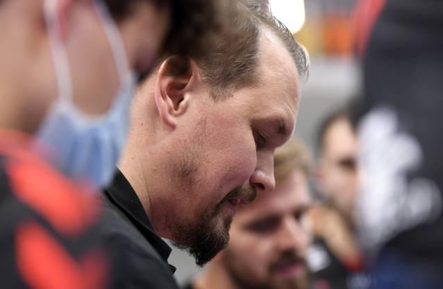 HSC-Trainer Misha Kaufmann spricht während eines Team-Timeouts zu seiner Mannschaft.