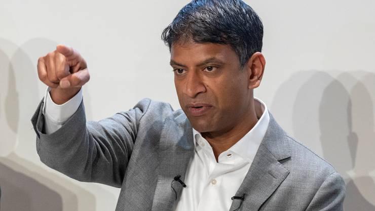 Vas Narasimhan, CEO der Novartis-Gruppe, stellt sich auf eine längere Zeit mit dem Coronavirus ein.