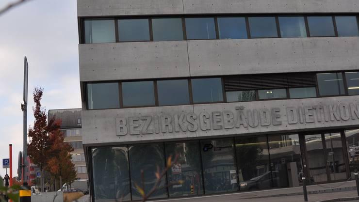 Das Bezirksgebäude steht symbolhaft für den jungen Bezirk.