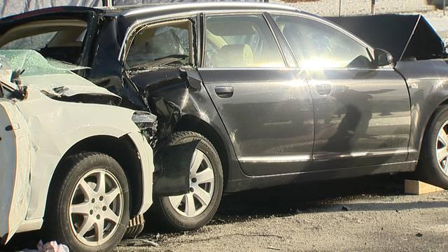 Beifahrerin stirbt bei Auffahrunfall auf A1