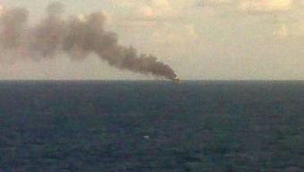 Rauchsäule nach einer Explosion auf einer Ölplattform (Symbolbild)