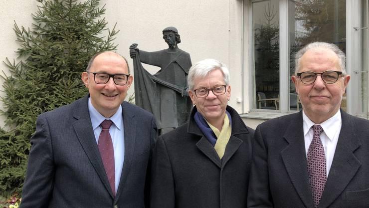 Der scheidende Heimleiter Dieter Schöni (rechts) mit Stiftungsratspräsident Adolf Kellerhals und Urs Hufschmid (links), dem neuen Heimleiter.