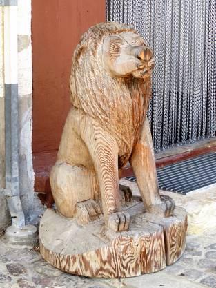 Wo gehört diese stolze Skulptur hin?
