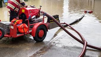 Pratteln kauft zwei zusätzliche Wasserwehr-Module. Im Bild eine Pumpe der Feuerwehr die am 8. Juni in Frenkendorf zum Einsatz kam.
