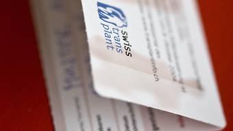 Ein Organspendeausweis zeigt auf, dass der Träger oder die Trägerin bereit ist, seine Organe nach dem Tod zu spenden. (Archivbild)