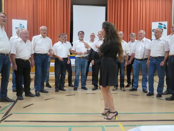 Auftritt des Männerchors unter der Leitung von Jasmine Asatryan