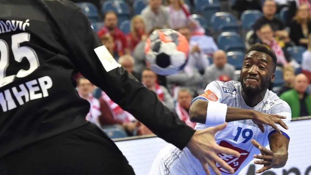 Frankreichs Luc Abalo im Duell gegen Kroatiens Goalie Mirko Alilovic
