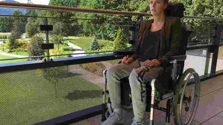 Die querschnittgelähmte Sportlerin Kira Grünberg strahlt nach dem schwerwiegenden Unfall viel Lebensfreude aus.