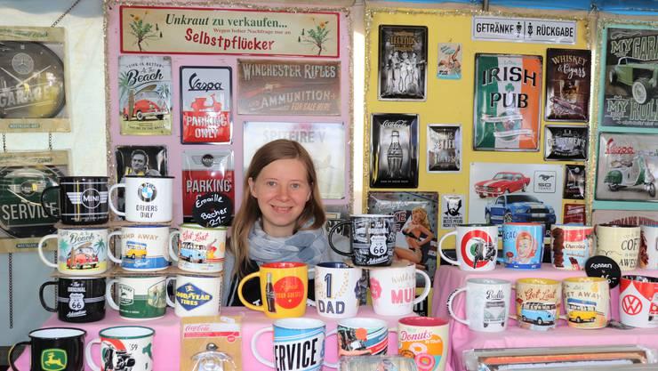 Joèlle Urech-Hennig verkauft mit ihrem Mann Oliver normalerweise an 200 Märkten im Jahr die Retro-Artikel ihres Shops. Mit der Coronakrise brach der jungen Familie das Einkommen weg.