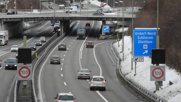 Vor der Ausfahrt Urdorf-Nord erwischt die Polizei immer wieder Lenker, die den Pannenstreifen befahren. Gleich zwei davon standen gestern vor Bezirksgericht.