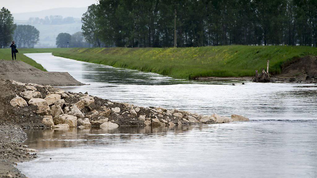 Das begradigte Flussbett der Zihl wurde um fast 20 Meter verbreitert, um den Flusspegel und den Wasserdruck zu senken.