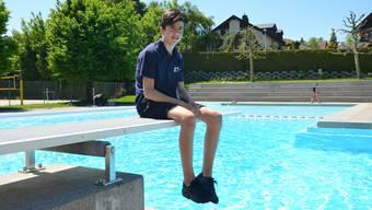 Lars Widmer zurück in der Badi Dietwil. Hier hat er geholfen, einen jungen Nepalesen zu retten.