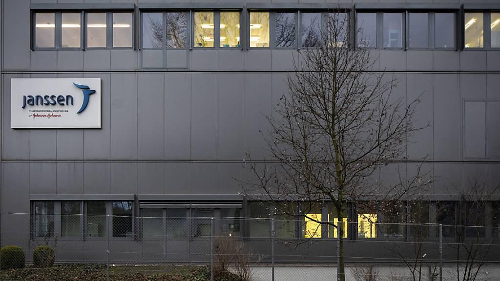 Ein Gebäude der Firma Janssen Vaccines in Bern Buempliz. Janssen gehört zum US-Konzern Johnson & Johnson. Das Unternehmen hat den vektorbasierten Impfstoff gegen das Coronavirus entwickelt, der nun  in der Schweiz zum Einsatz gelangt. (Archivbild)