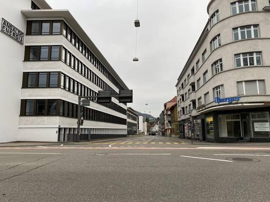 In Baden präsentiert sich die Kreuzung beim Trafo so leer wie vielleicht noch nie.