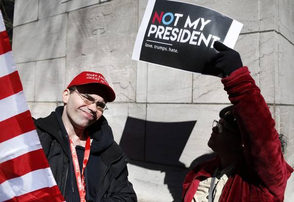 Auch in mehreren anderen US-Städten gab es am sogenannten Präsidententag (President's Day) Kundgebungen.