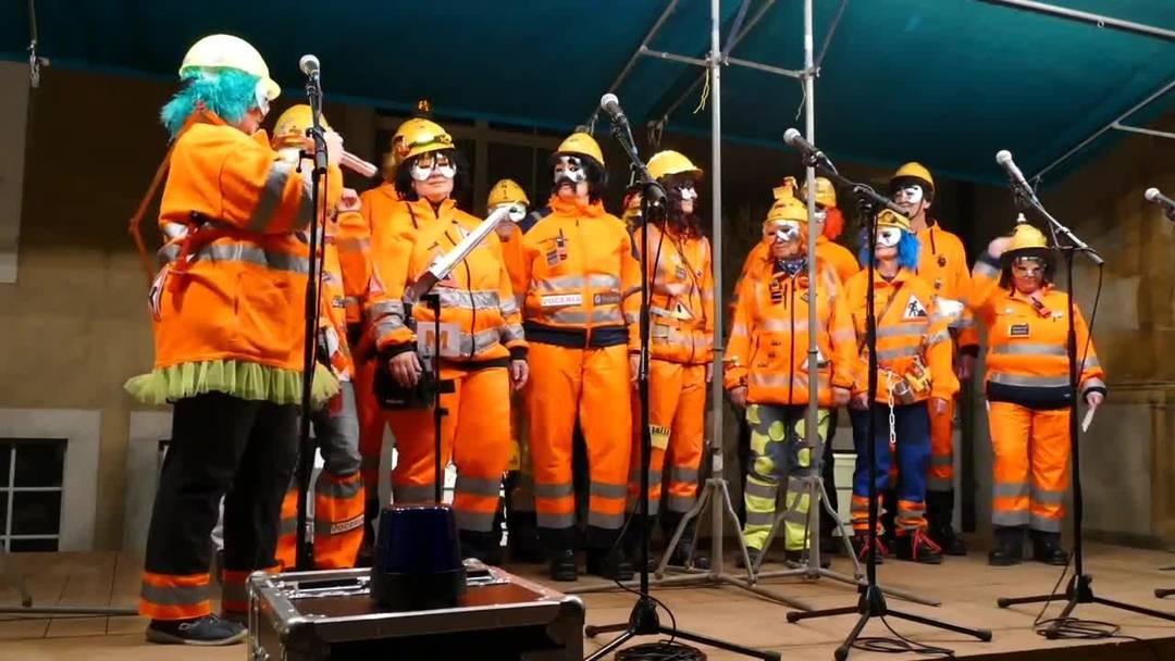 Die Mitglieder der Schnitzelbank Voceria sind 2019 als Bauarbeiter unterwegs