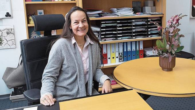 Die Lenzburger Chemikerin Margret Baumann an ihrem Arbeitsplatz in der Berufsschule Aarau (BSA).