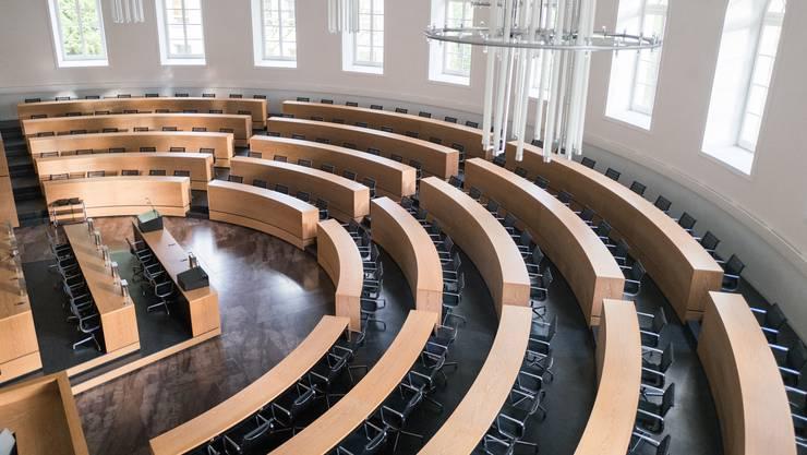 Bilder aus dem Grossratssaal in Aarau. Porträt des Grossrats-Hausmeisters Röbi Uhlmann mit Führung durch die Räume des Grossratsgebäudes